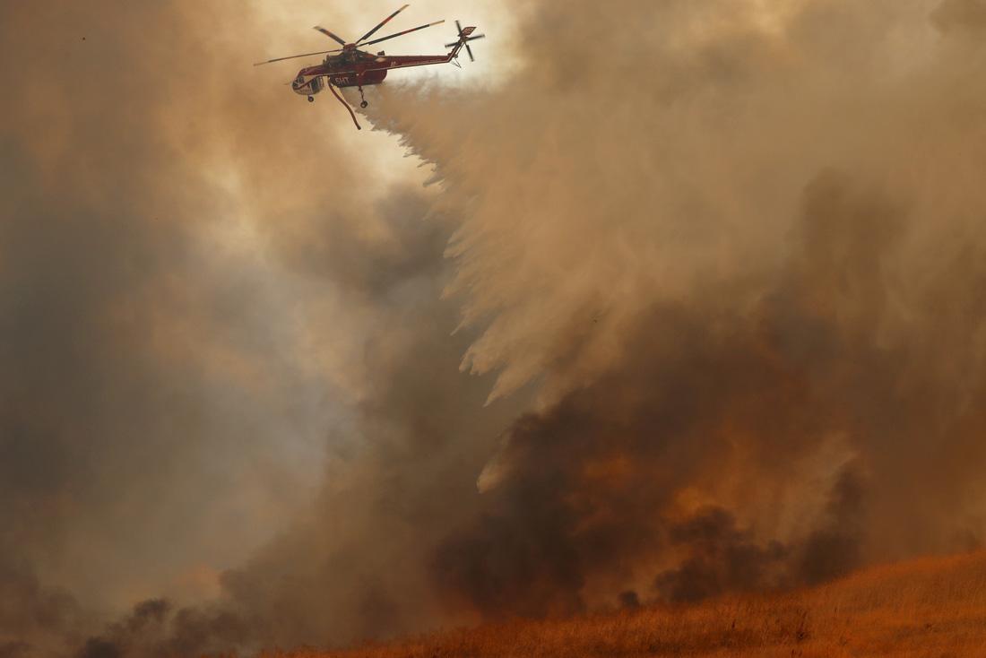 4 ngày chìm trong biển lửa của California - Ảnh 14.