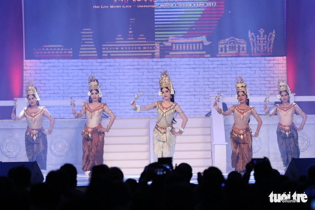 Múa cổ trang rộn rã sân khấu Lễ hội văn hóa thế giới - Ảnh 5.