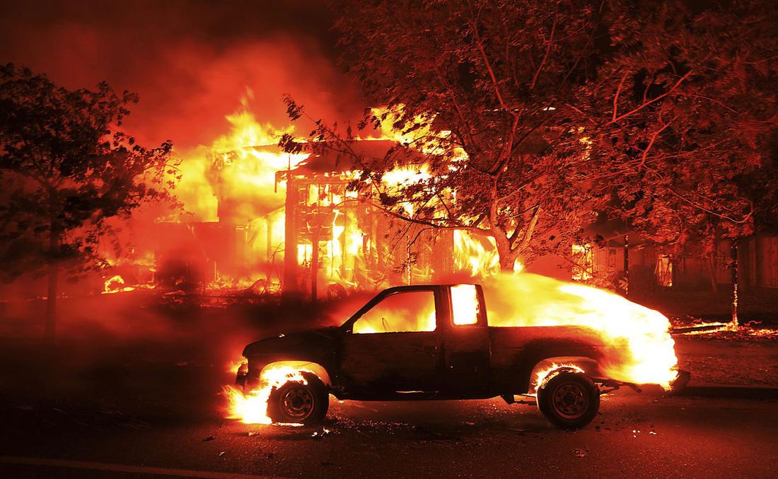4 ngày chìm trong biển lửa của California - Ảnh 3.