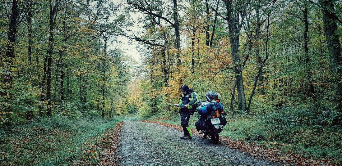 Chàng trai Tiền Giang đi xe máy từ Việt Nam đến Pháp - Ảnh 10.