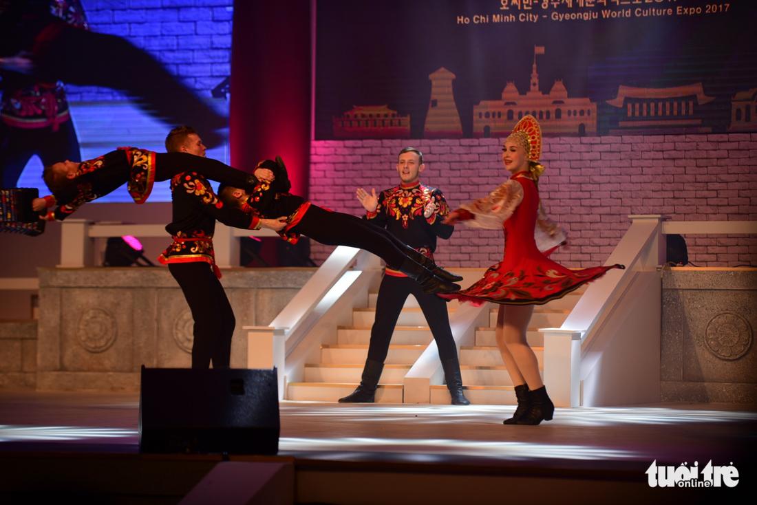 Múa cổ trang rộn rã sân khấu Lễ hội văn hóa thế giới - Ảnh 9.