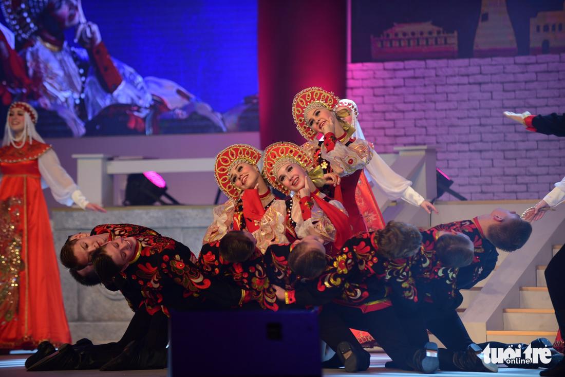 Múa cổ trang rộn rã sân khấu Lễ hội văn hóa thế giới - Ảnh 8.