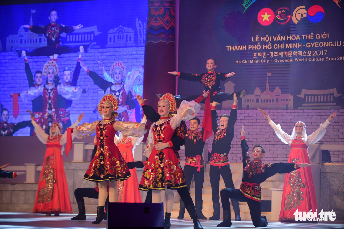Múa cổ trang rộn rã sân khấu Lễ hội văn hóa thế giới - Ảnh 10.