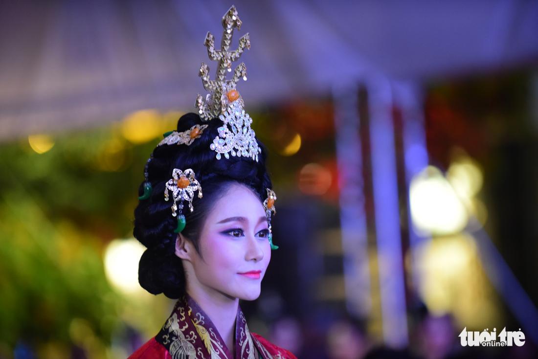 Múa cổ trang rộn rã sân khấu Lễ hội văn hóa thế giới - Ảnh 12.