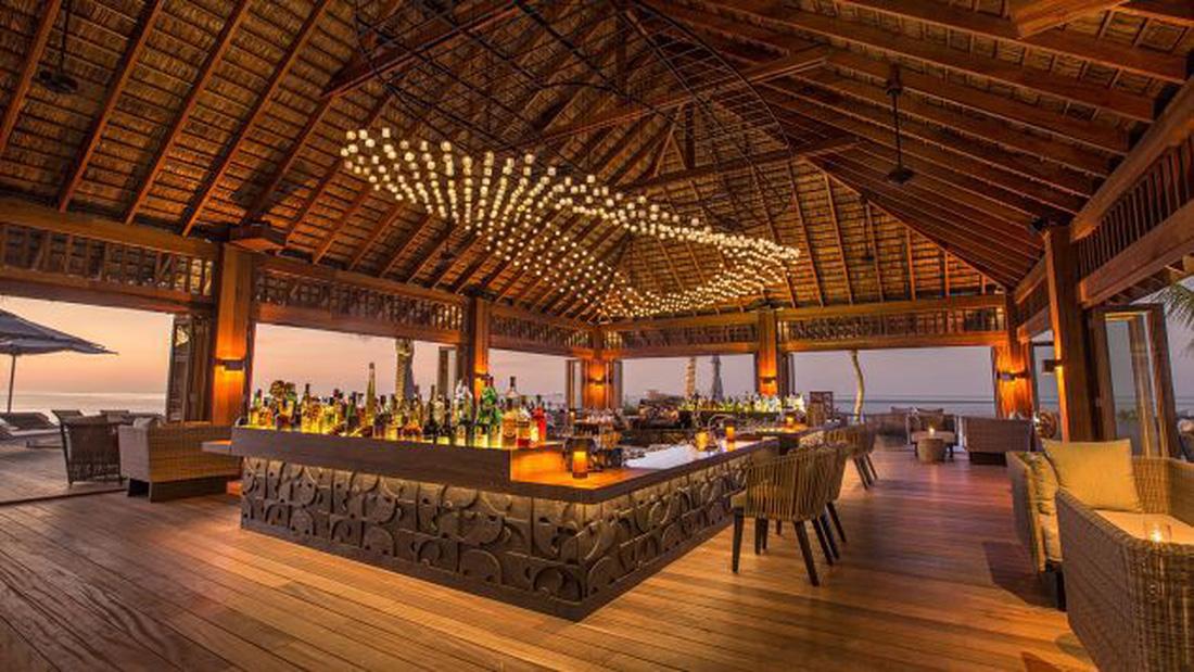Ăn ngon tại nhà hàng dưới nước lớn nhất thế giới - Ảnh 7.