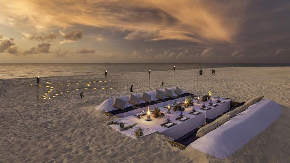 Ăn ngon tại nhà hàng dưới nước lớn nhất thế giới - Ảnh 8.