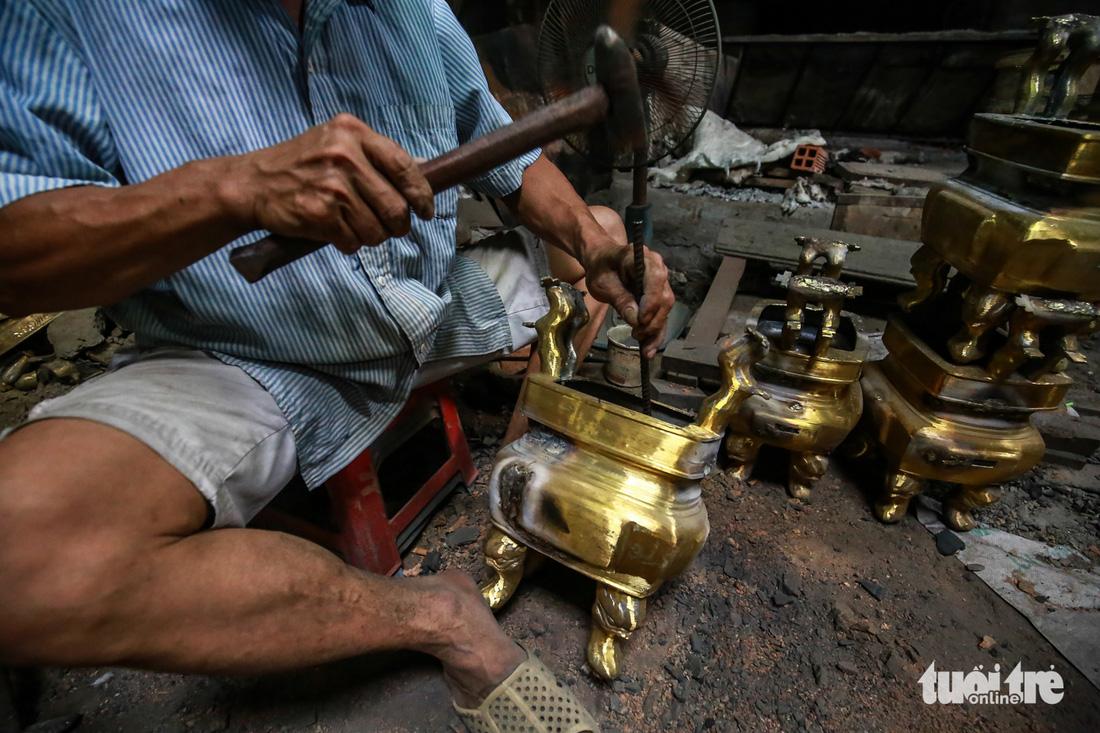 Làng nghề hiếm hoi còn sót lại ở Sài Gòn - Ảnh 10.