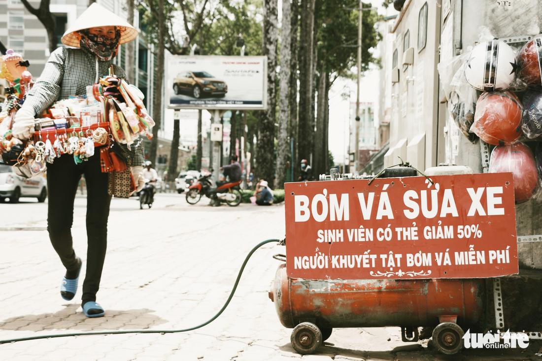 Nhìn những biển hiệu này để thấy Sài Gòn quá đỗi dễ thương - Ảnh 10.