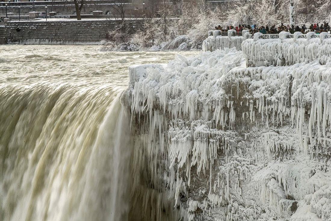 Thế giới trong tuần qua ảnh: 'bom bão' phủ tuyết lên nước Mỹ - Ảnh 1.