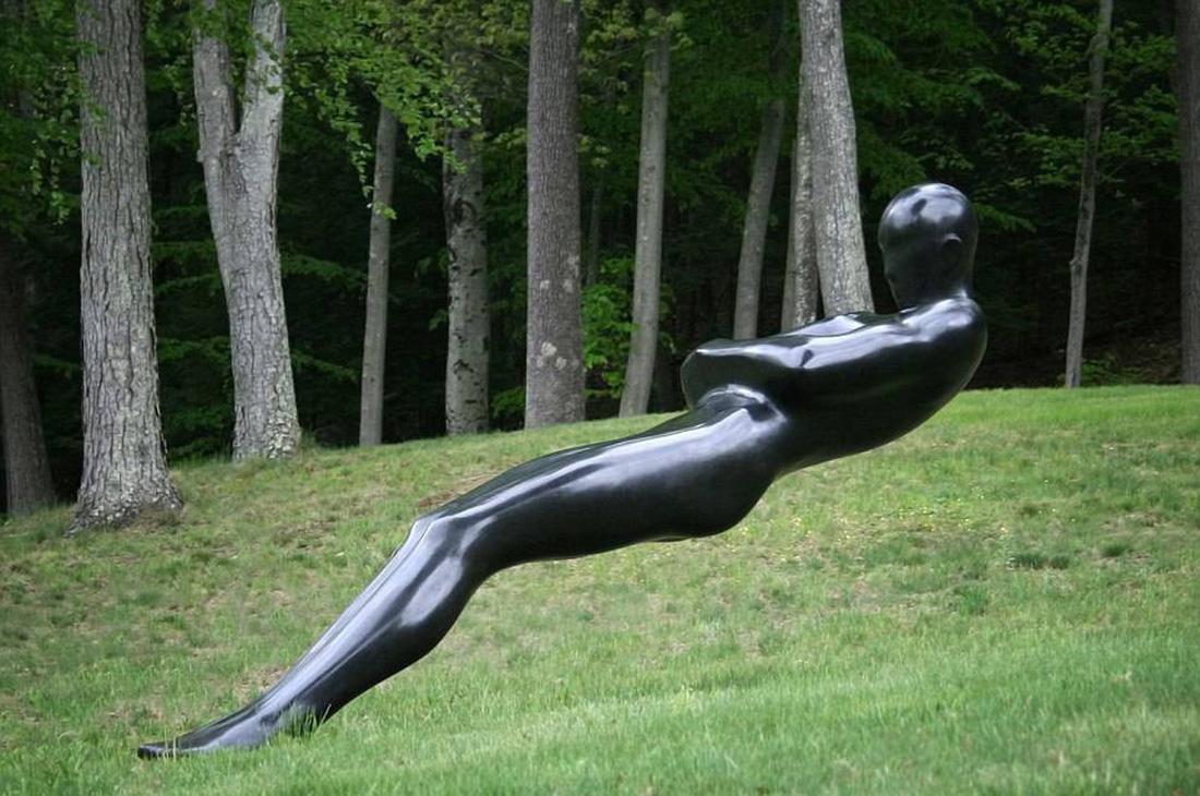 Những bức điêu khắc lơ lửng độc đáo trên thế giới - Ảnh 2.