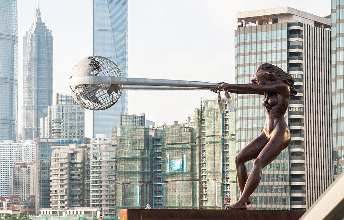 Những bức điêu khắc lơ lửng độc đáo trên thế giới - Ảnh 1.