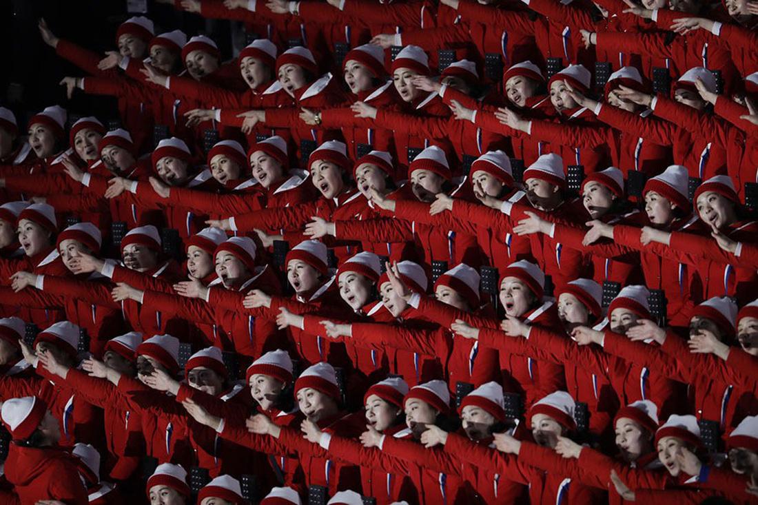 Thế giới trong tuần qua ảnh: Triều Tiên cử vận động viên tham dự Olympic ở Hàn Quốc - Ảnh 3.
