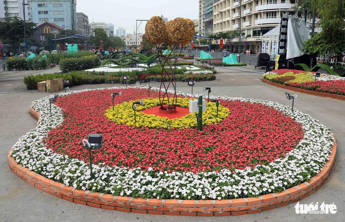 Chó Phú Quốc nổi bật ở đường hoa Nguyễn Huệ - Ảnh 21.