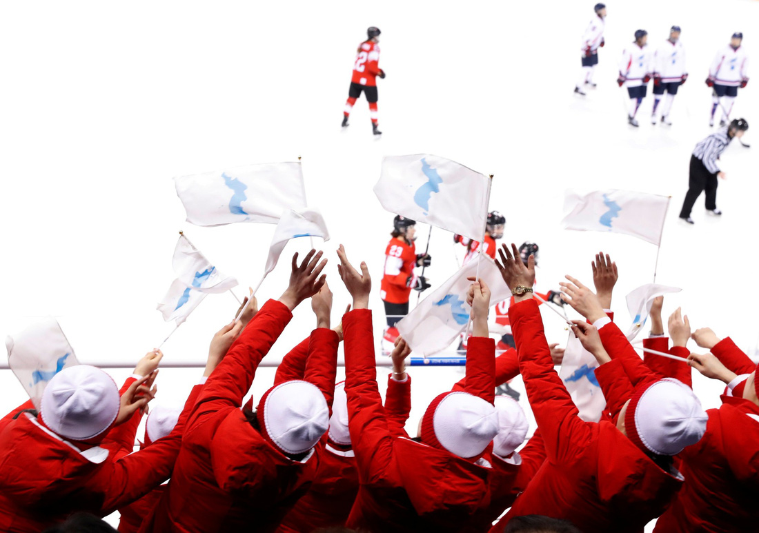 Thế giới trong tuần qua ảnh: Triều Tiên cử vận động viên tham dự Olympic ở Hàn Quốc - Ảnh 4.