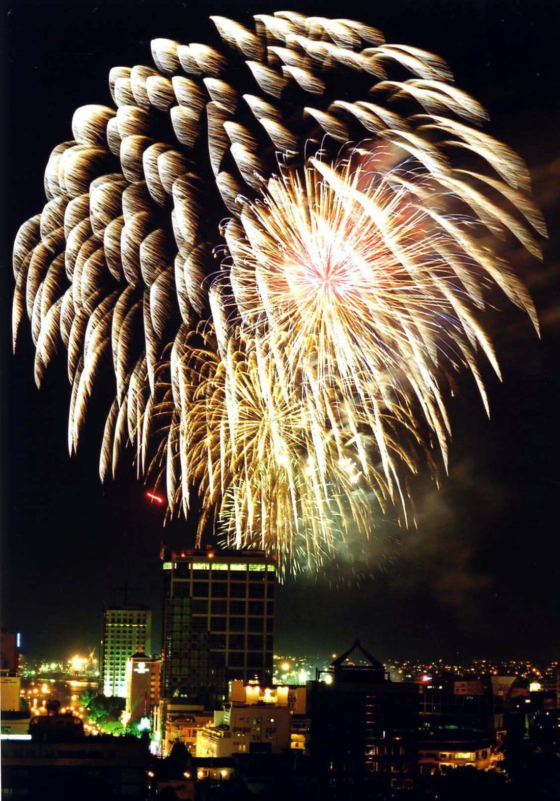 Bạn còn nhớ về pháo hoa ở Sài Gòn 20 năm qua? - Ảnh 6.
