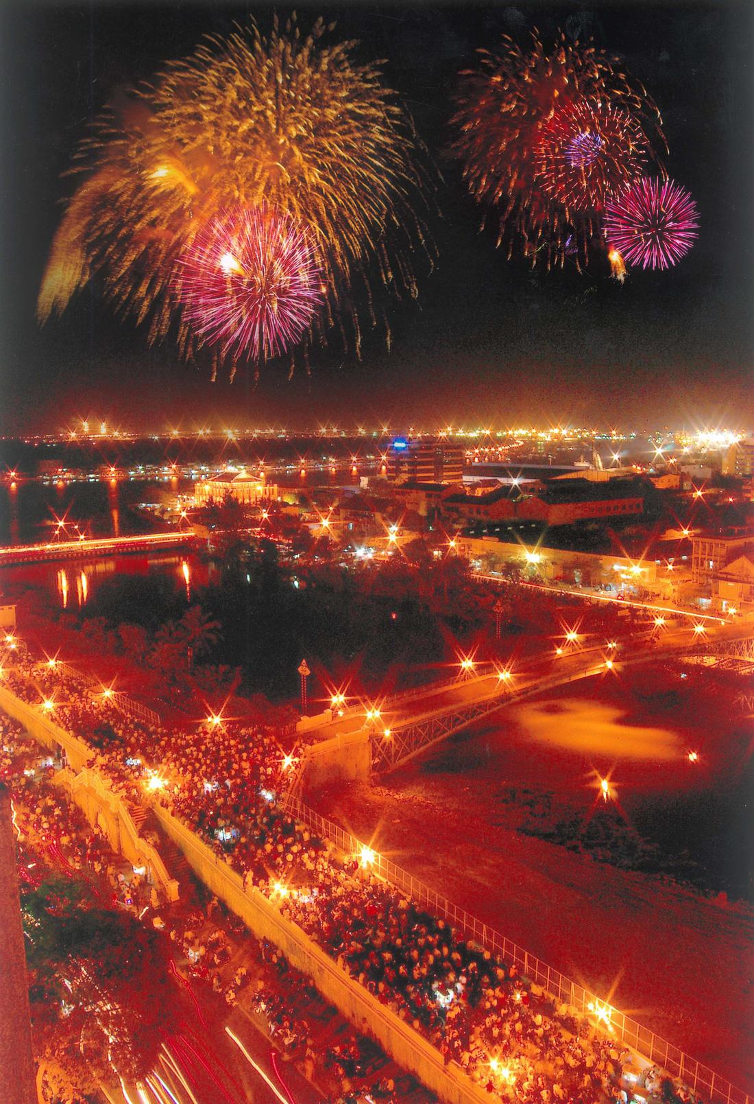 Bạn còn nhớ về pháo hoa ở Sài Gòn 20 năm qua? - Ảnh 10.