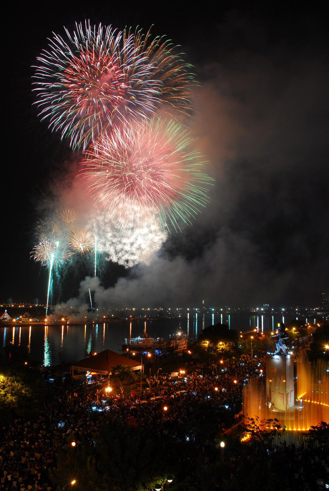 Bạn còn nhớ về pháo hoa ở Sài Gòn 20 năm qua? - Ảnh 15.