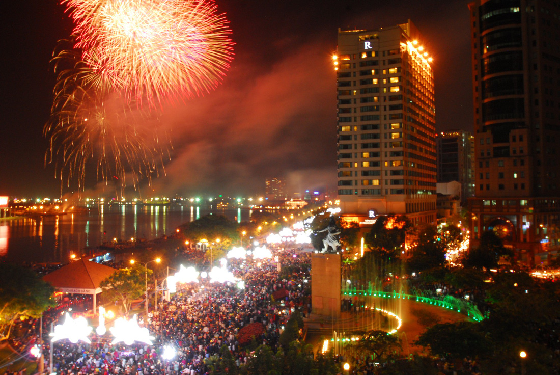 Bạn còn nhớ về pháo hoa ở Sài Gòn 20 năm qua? - Ảnh 18.