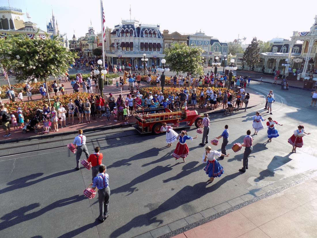 Lạc vào Disneyland ở Florida: thiên đường có thật - Ảnh 1.