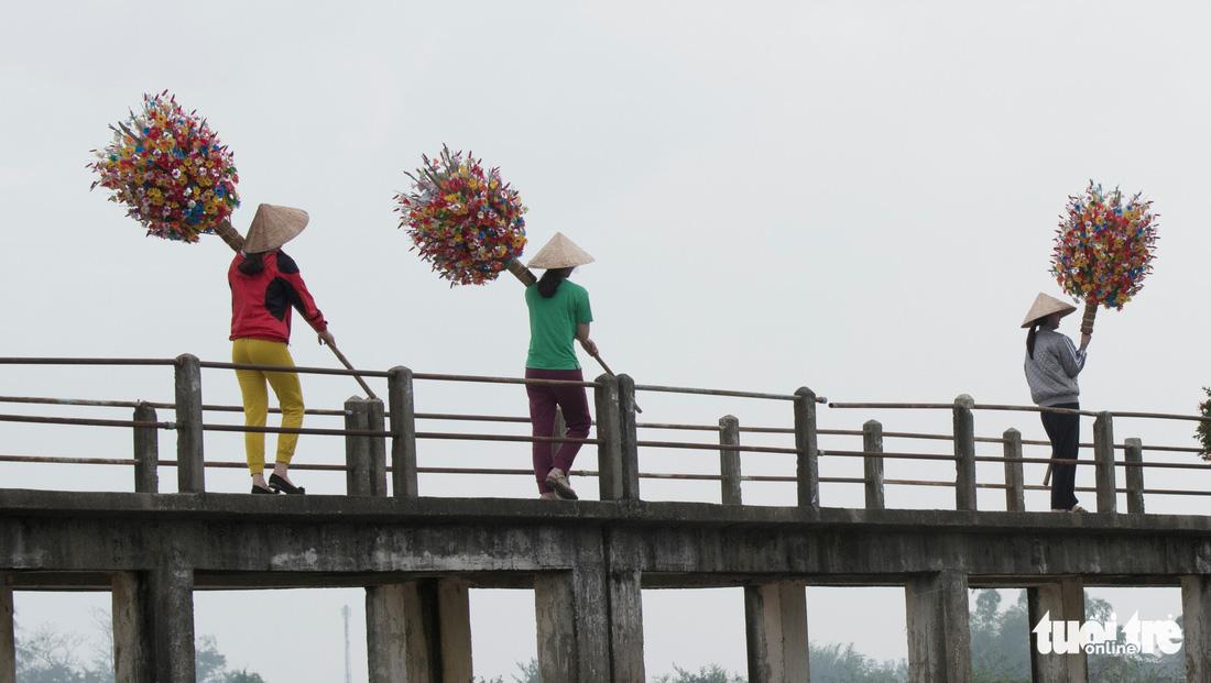 Hoa giấy xứ Huế khoe sắc Tết - Ảnh 5.
