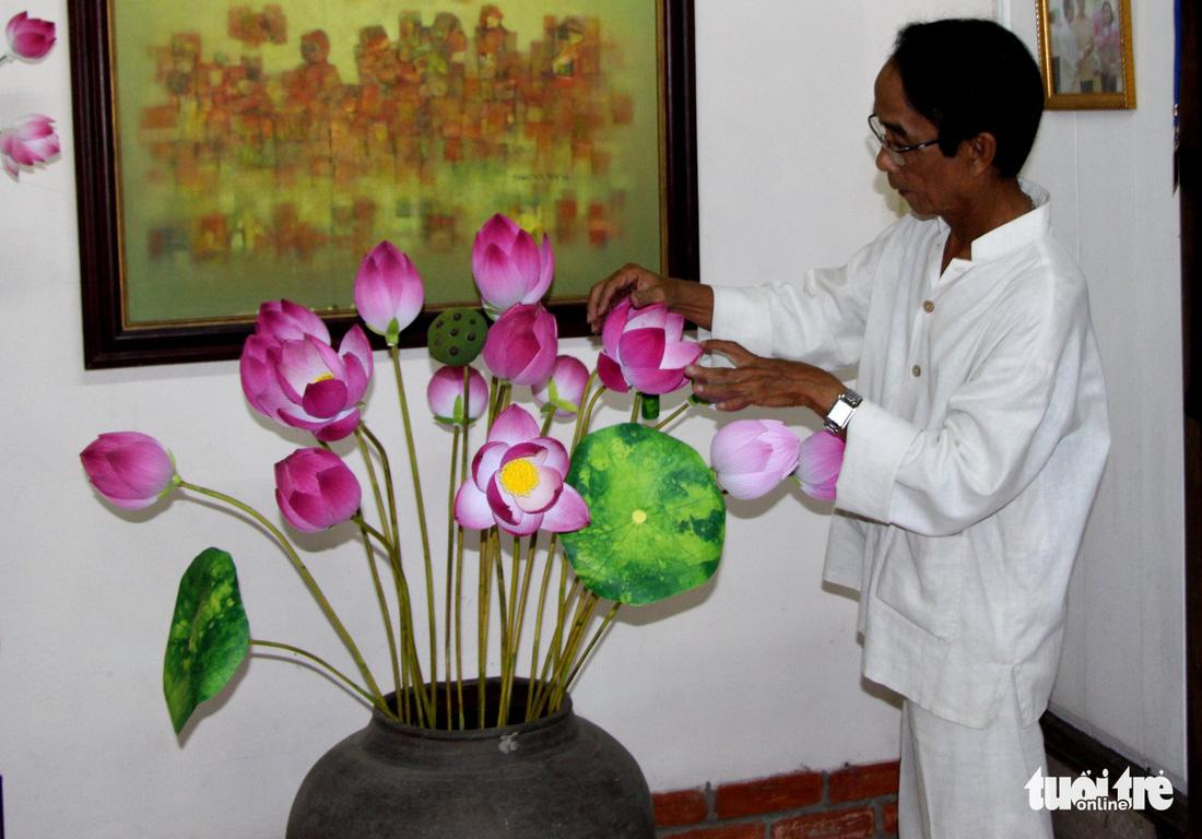 Hoa giấy xứ Huế khoe sắc Tết - Ảnh 9.