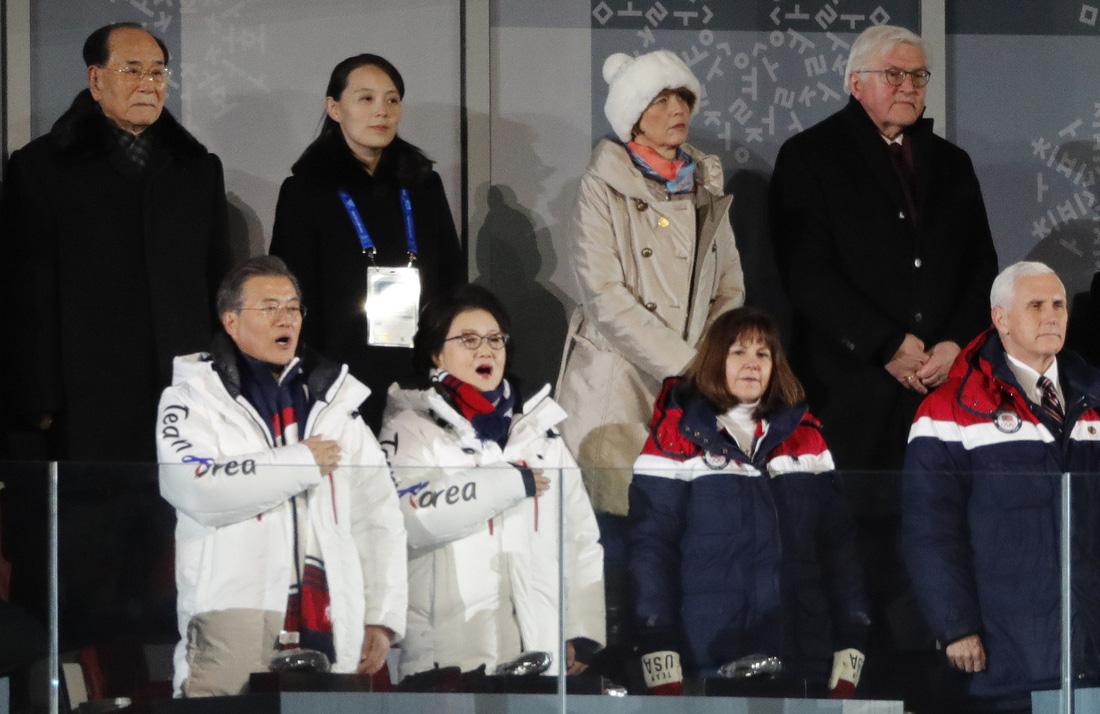 Em gái ông Kim Jong Un được chờ đón hơn sao điện ảnh - Ảnh 6.