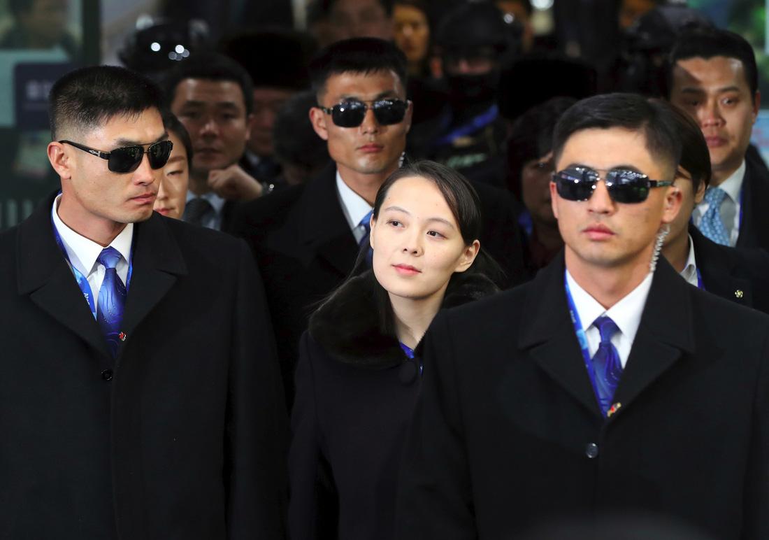 Em gái ông Kim Jong Un được chờ đón hơn sao điện ảnh - Ảnh 1.