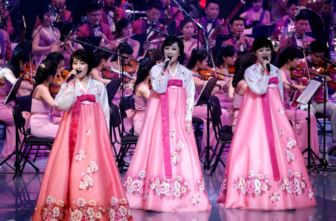 Em gái ông Kim Jong Un được chờ đón hơn sao điện ảnh - Ảnh 17.
