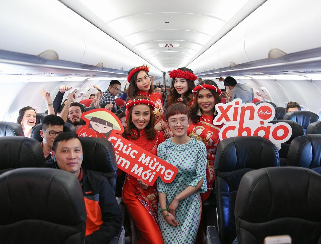 Đón Tết với màn nhảy sôi động trên chuyến bay AirAsia đến Kuala Lumpur - Ảnh 1.