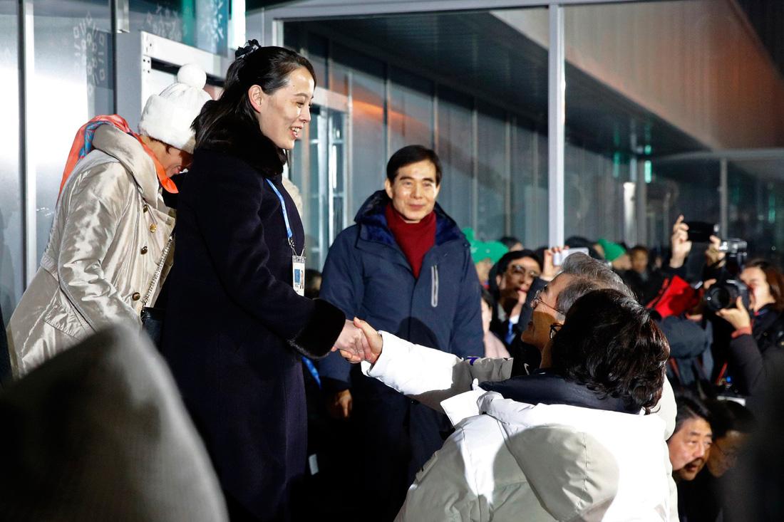 Em gái ông Kim Jong Un được chờ đón hơn sao điện ảnh - Ảnh 5.