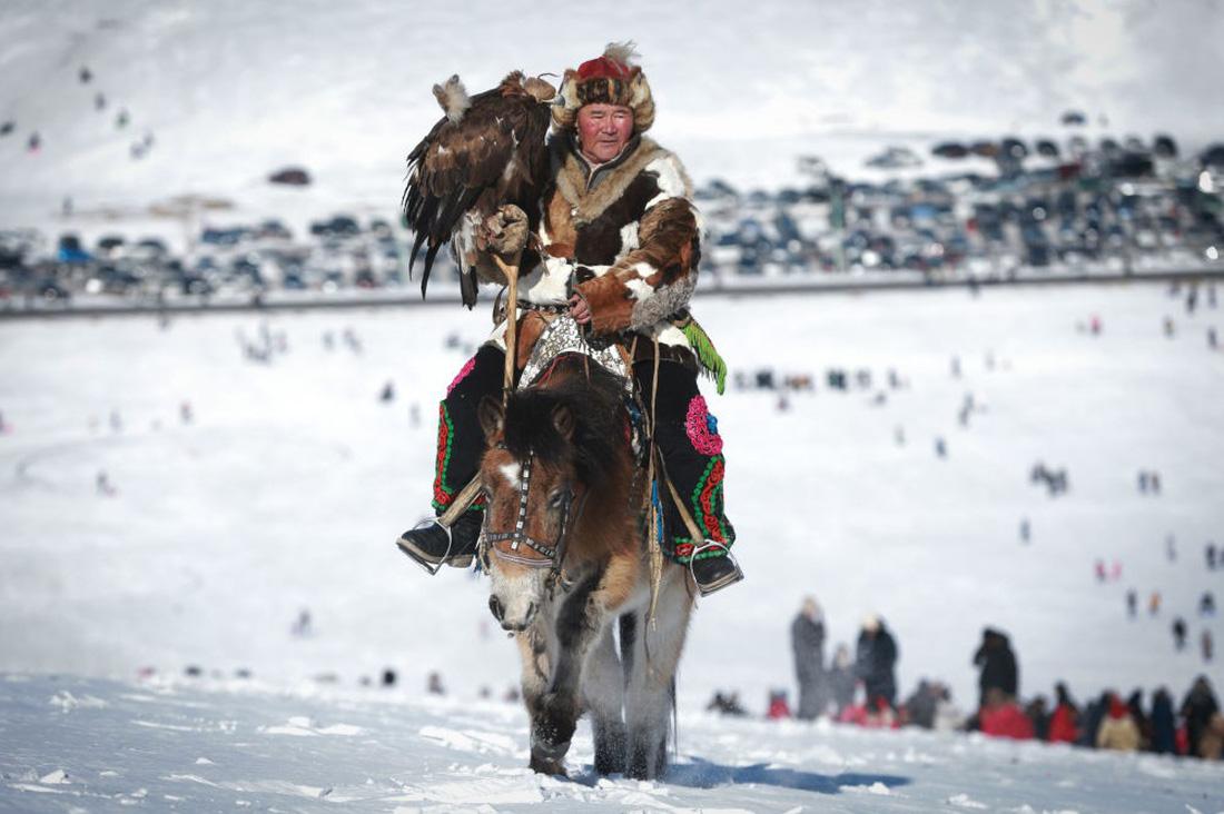 Lễ hội huấn luyện đại bàng ở Mông Cổ - Ảnh 3.