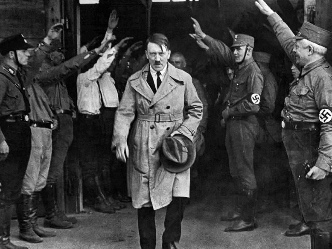 Trùm phát xít Hitler có thật đã tự sát trong hầm ngầm? - Ảnh 1.