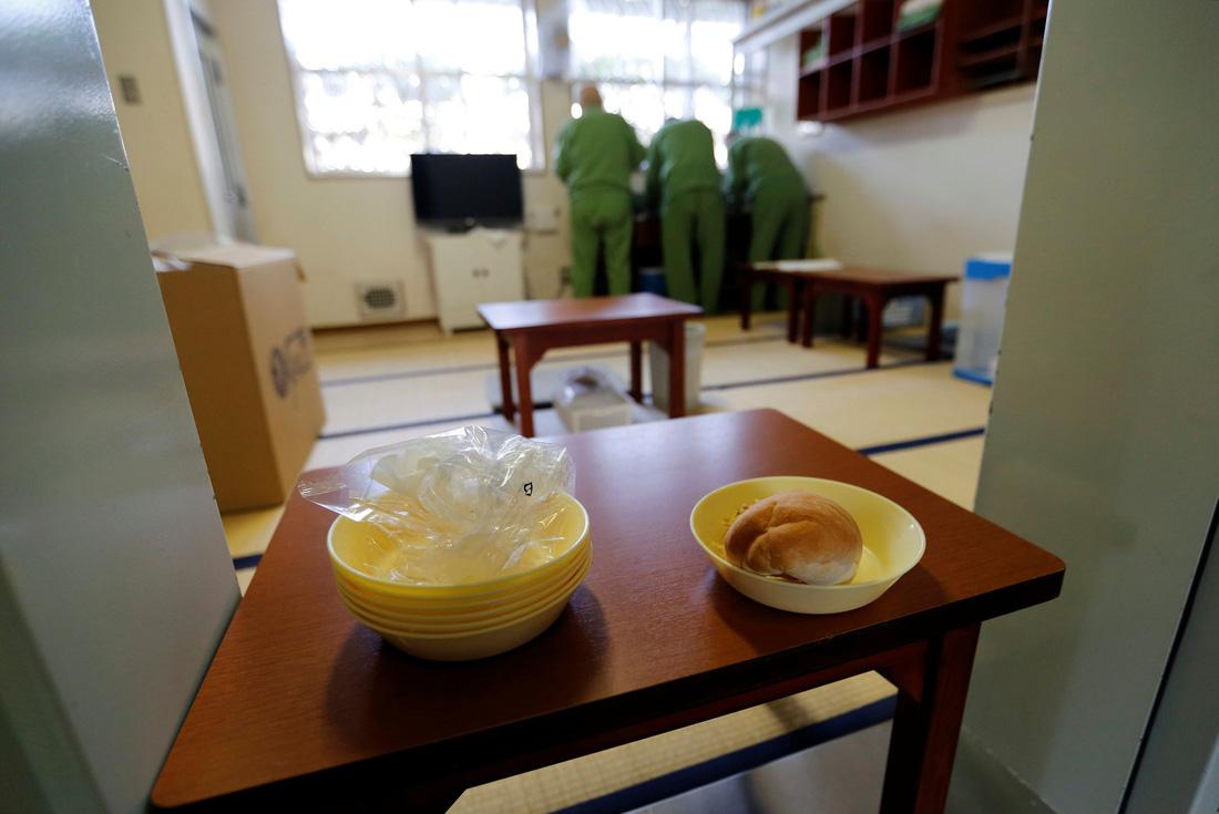 Người già Nhật Bản chọn nhà tù làm nơi an cư - Ảnh 8.