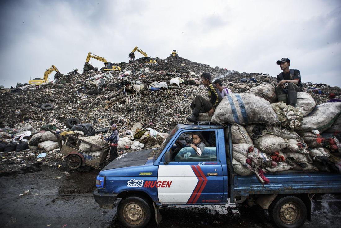 Đường đi của rác qua phóng sự ảnh đoạt giải World Press Photo 2018 - Ảnh 3.