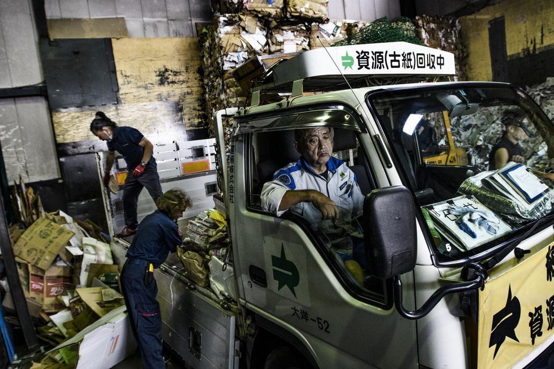 Đường đi của rác qua phóng sự ảnh đoạt giải World Press Photo 2018 - Ảnh 7.