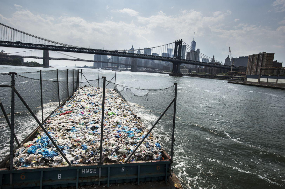 Đường đi của rác qua phóng sự ảnh đoạt giải World Press Photo 2018 - Ảnh 8.