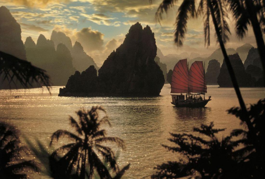 Ngắm Vịnh Hạ Long đẹp từ sáng tới chiều - Ảnh 3.
