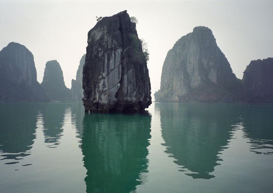Ngắm Vịnh Hạ Long đẹp từ sáng tới chiều - Ảnh 2.