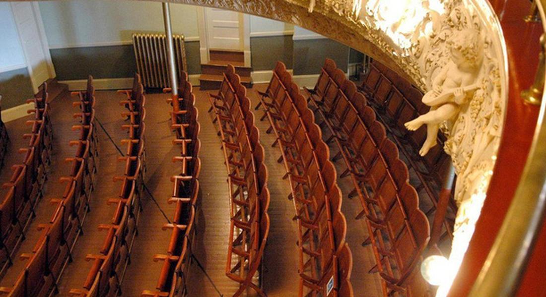 Thư viện và nhà hát kịch nằm giữa Mỹ và Canada - Ảnh 4.