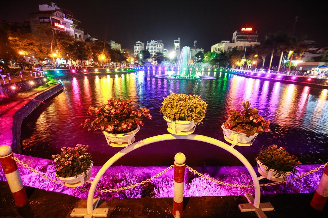 Người Hà Nội đội mưa dự khai trương phố đi bộ Trịnh Công Sơn - Ảnh 5.