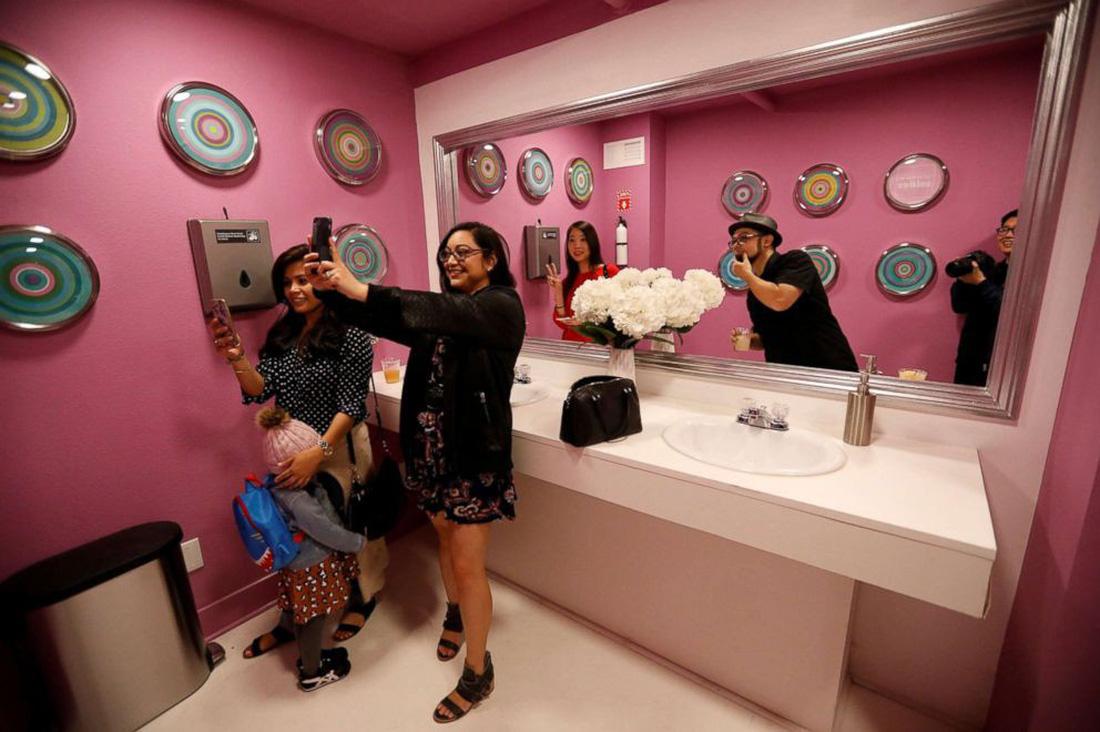 Thỏa sức 'selfie' tại Bảo tàng chụp ảnh tự sướng California - Ảnh 7.