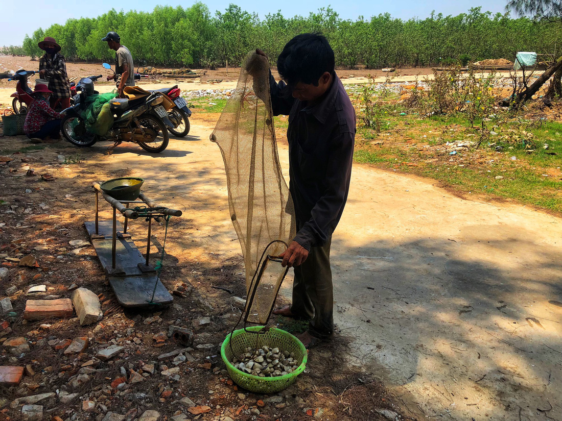 Kinh hoàng biển… rác ở Hậu Lộc, Thanh Hóa - Ảnh 14.