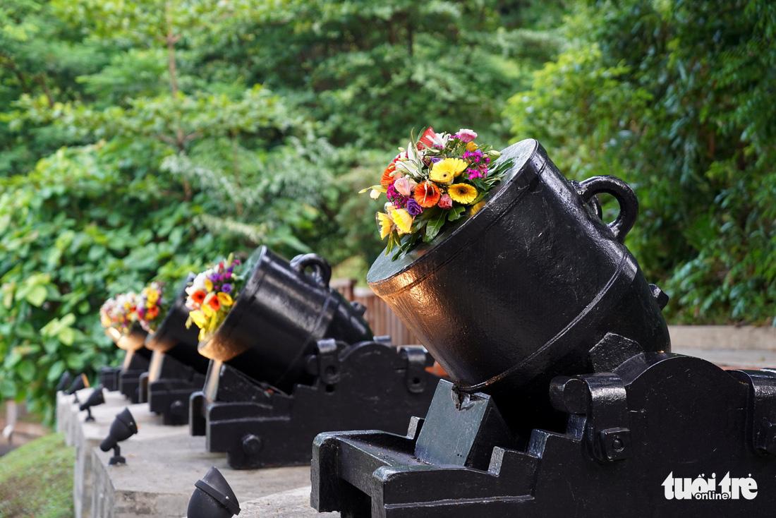 Những bông hoa trên nòng súng ở hội đàm Trump - Kim - Ảnh 5.