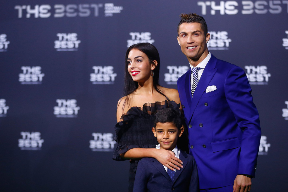 Những cô vợ bốc lửa nhất mùa World Cup 2018 - Ảnh 1.
