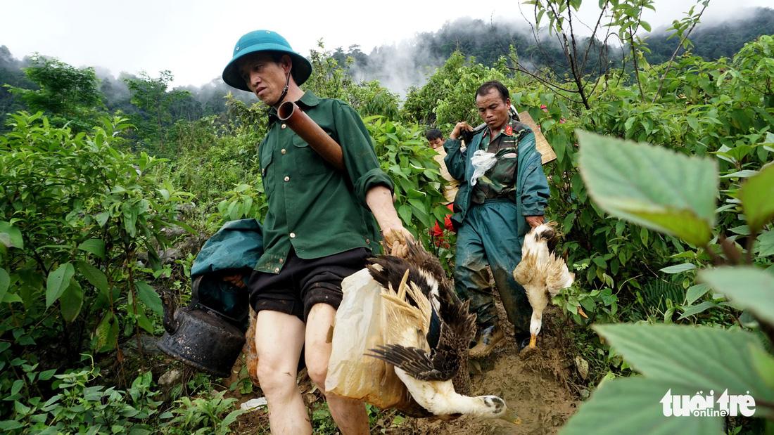 Bản Sáng Tùng bị xóa sổ sau vụ sạt lở đất ở Lai Châu - Ảnh 10.