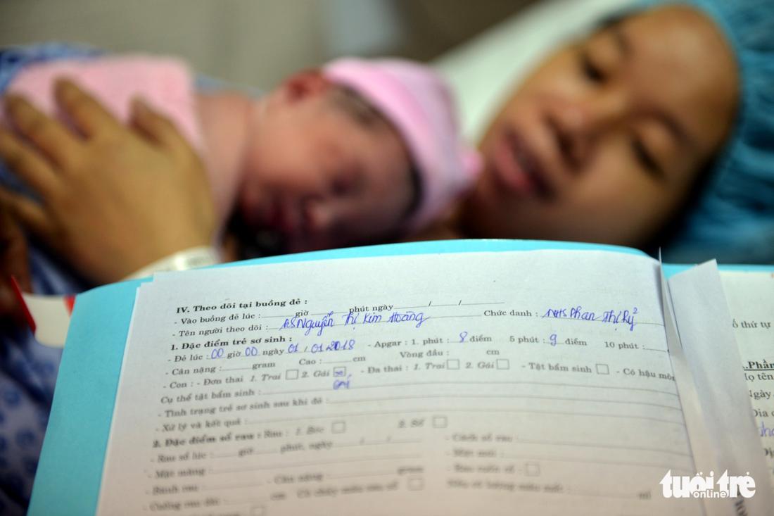 Những công dân đầu tiên của TP.HCM năm 2018 - Ảnh 7.