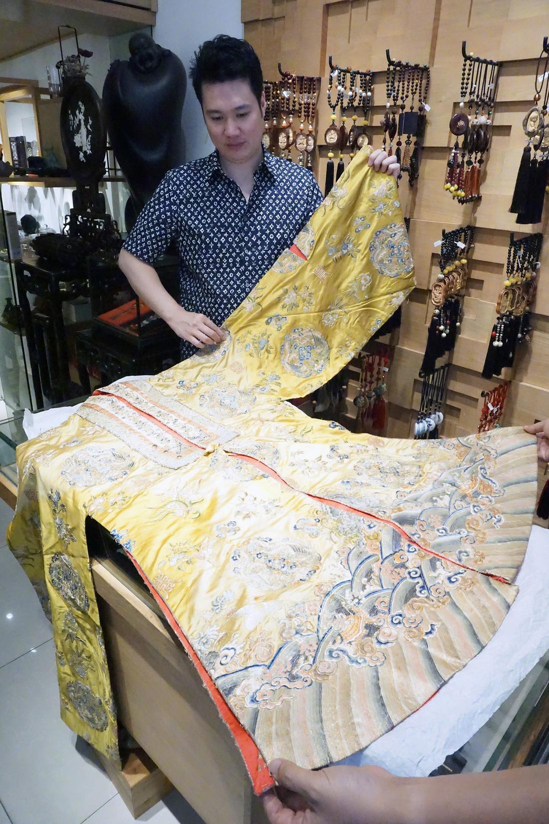 Chiếc áo của đức Từ Cung - mẹ vua Bảo Đại - từ Pháp trở về - Ảnh 12.