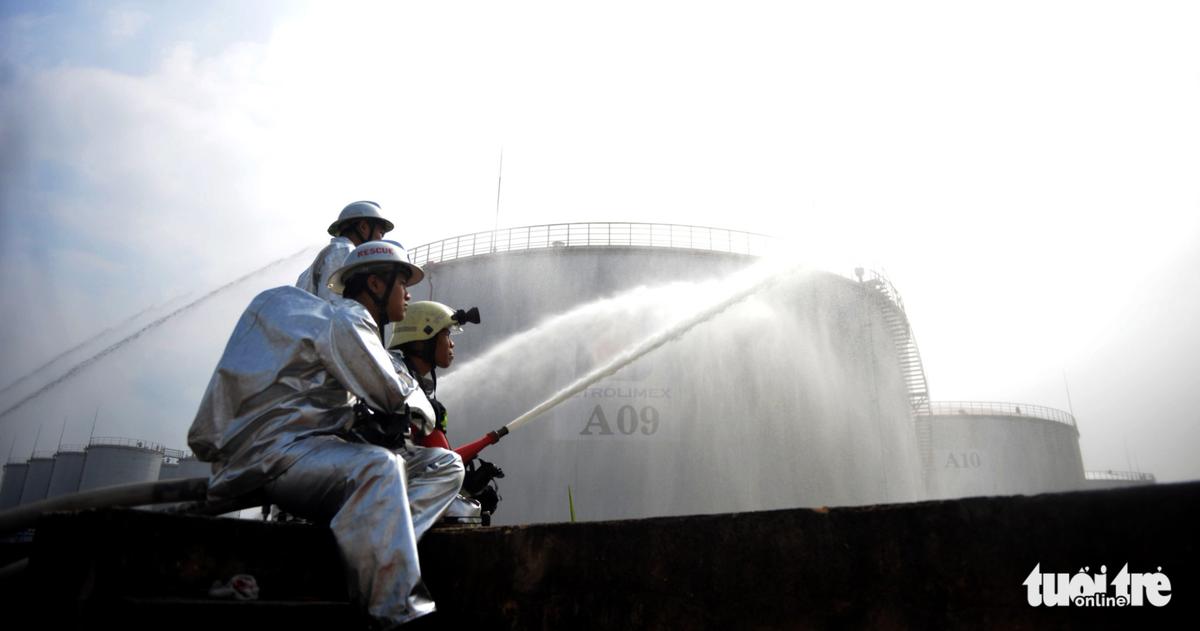 Tập xử lý sự cố cháy nổ tại kho xăng Nhà Bè
