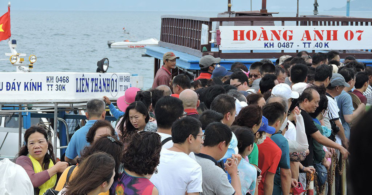 """Nhiều khách Nga, Trung Quốc """"ở chui"""" tại Nha Trang"""
