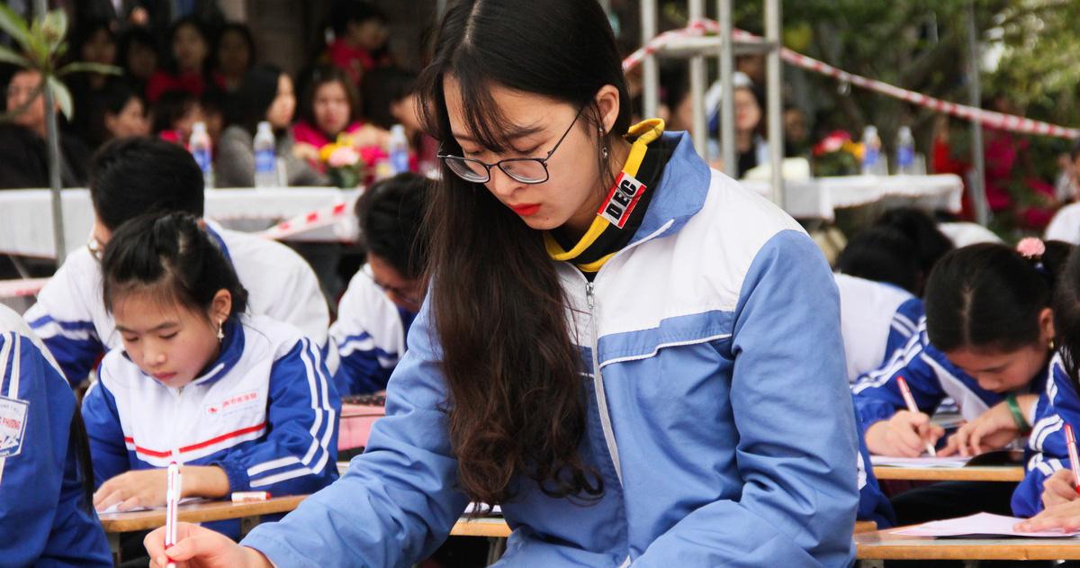 500 học sinh giỏi đất cảng khai bút đầu xuân